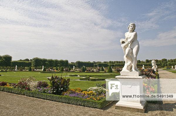 Herrenhäuser Gärten  barocke Gartenanlage  im Auftrag von Kurfürstin Sophie von 1696 bis 1714 angelegt  mit barocken Skulpturen  Hannover  Niedersachsen  Deutschland  Europa