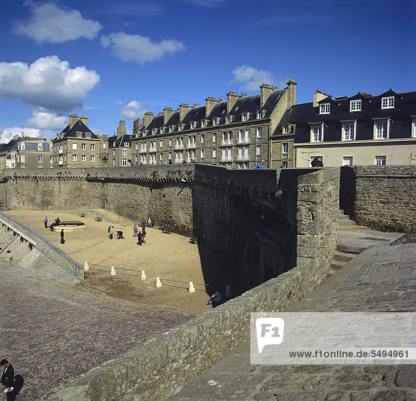 Walls of Saint Malo  Bretagne  Brittany  France  Europe