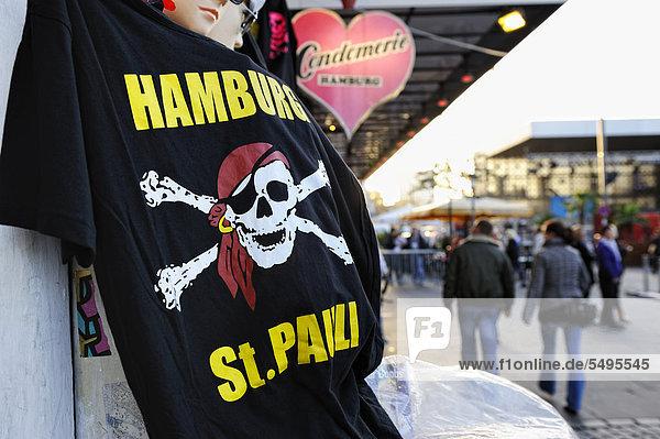 T-shirt sales on the Reeperbahn street in St. Pauli  Hamburg  Germany  Europe