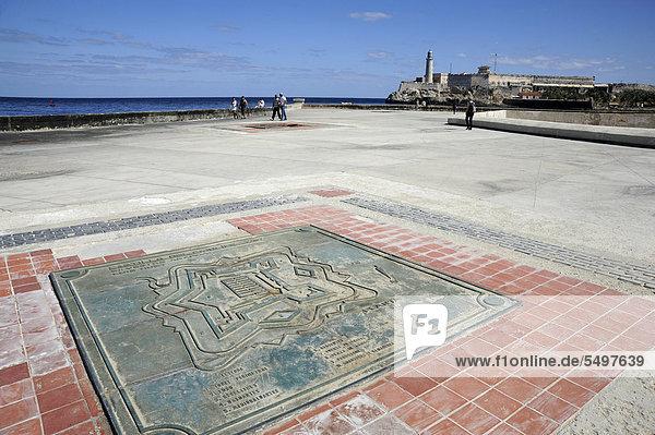 Gedenktafel zum Kastell Castillo del Principe  Malecon  Avenida de Antonio Maceo  Zentrum von Havanna  Centro Habana  Kuba  Große Antillen  Golf von Mexiko  Karibik  Mittelamerika  Amerika