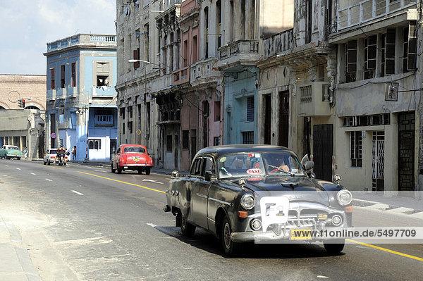 Havanna  Hauptstadt  Amerika  Auto  fahren  Großstadt  schwarz  Taxi  Karibik  Mittelamerika  fünfziger Jahre  50er  Klassisches Konzert  Klassik  Kuba  Große Antillen