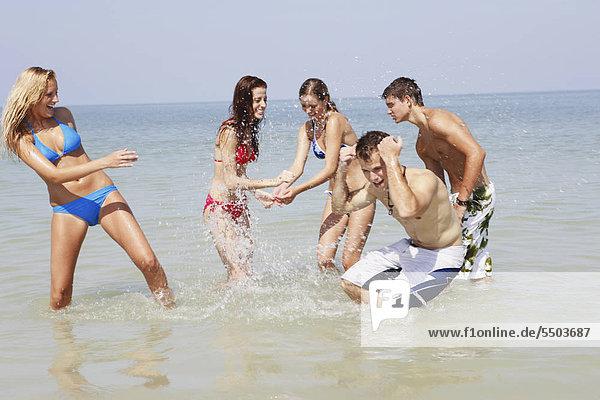 Freundschaft planschen Ozean