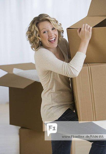 Frau Buchwert moving boxes