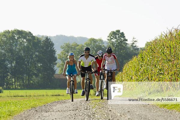 4 Freundschaft radfahren Fernverkehrsstraße