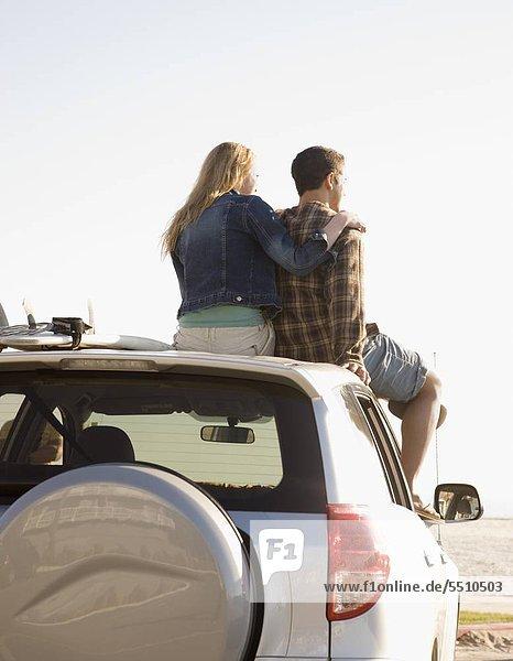 sitzend Auto hoch oben