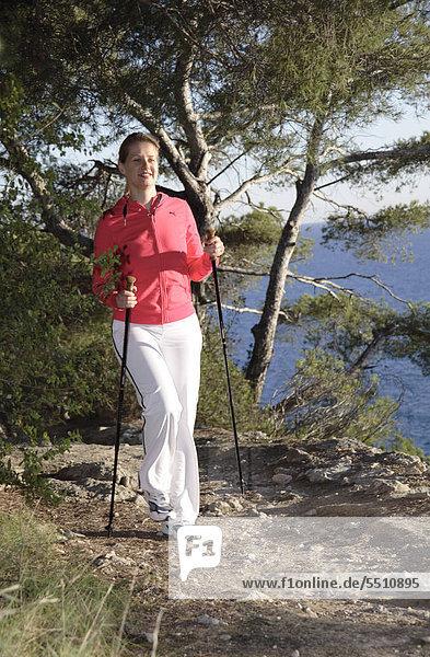 Weibliche Nordic walker