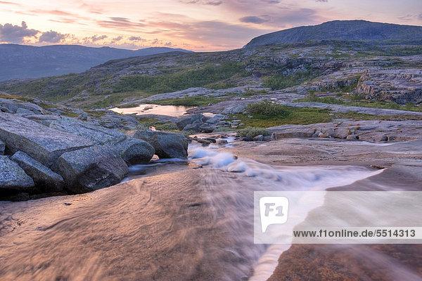 Wasserlauf im Rago-Nationalpark  Nordland  Norwegen  Skandinavien  Europa