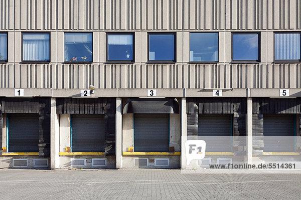 Handelsschifffahrt-Lagerhallen und Verladerampen  Berlin  Deutschland  Europa