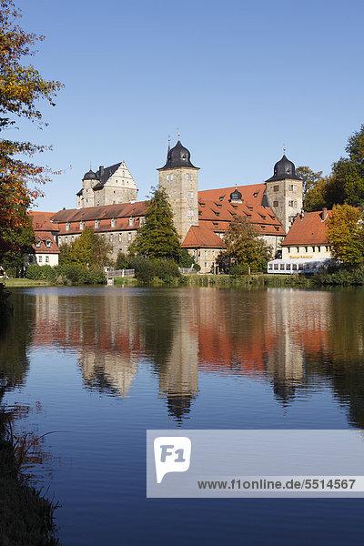 Schloss Thurnau mit Schlossweiher  Thurnau  Fränkische Schweiz  Oberfranken  Franken  Bayern  Deutschland  Europa  ÖffentlicherGrund