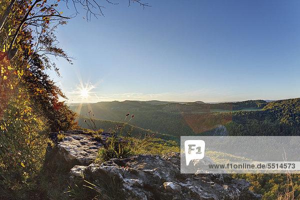 Blick vom Röthelfels  auch Rötelfels  Sonnenaufgang  Fränkische Schweiz  Oberfranken  Franken  Bayern  Deutschland  Europa