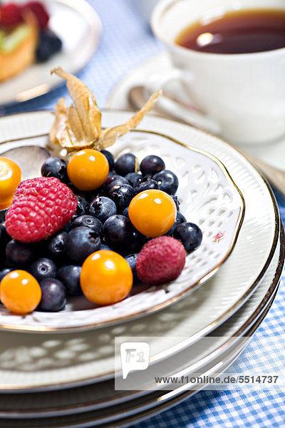 Verschiedene Beeren auf einem Teller