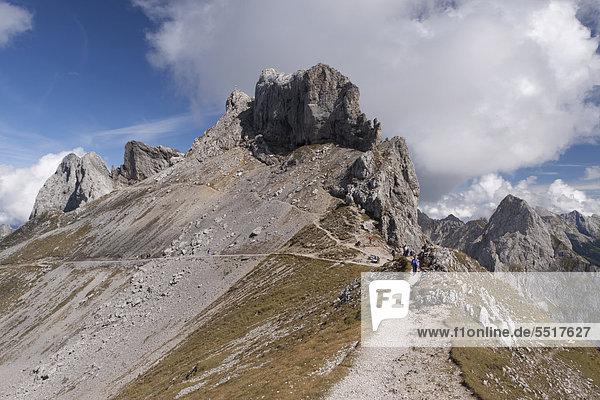 Wanderweg  Karwendelgebirge  Alpen  Bayern  Deutschland  Europa