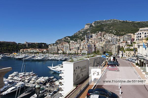 Blick von der Ave de Ostende auf den Hafen und Monte Carlo  Fürstentum Monaco  Europa  ÖffentlicherGrund