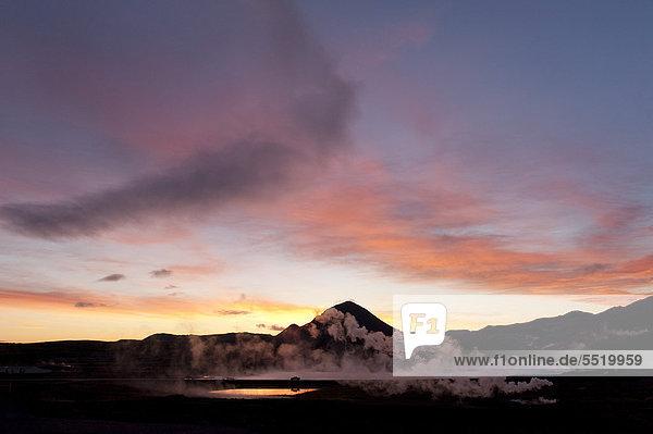 Aufsteigender Dampf  Energiegewinnung  geothermale Energie  nahe M_vatn  Nordisland  Island  Europa