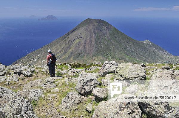 Europa Vulkan frontal Insel wandern Rückansicht Italien Salina Sizilien