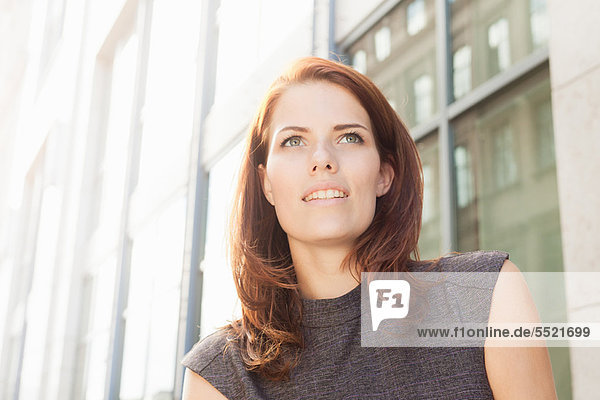Nahaufnahme des lächelnden Gesichts der Geschäftsfrau