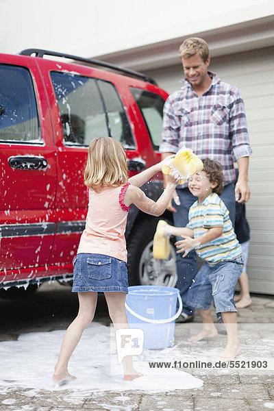 Familienwaschwagen zusammen