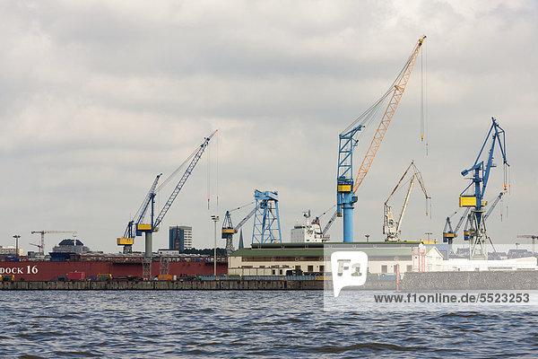 Containerkräne im Dock 16  Hamburger Hafen  Hamburg  Deutschland  Europa