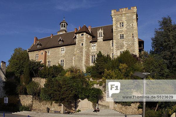Schloss MontluÁon  Ch'teau des Ducs de Bourbon  Montlucon  DÈpartement Allier  Frankreich  Europa