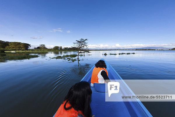 Boot mit Touristen fährt auf dem Lake Naivasha  Kenia  Ostafrika  Afrika  ÖffentlicherGrund