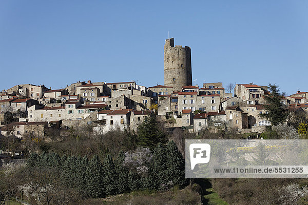 Das Dorf Montpeyroux  ausgezeichnet als eines der schönsten Dörfer Frankreichs oder Les Plus Beaux Villages de France  Allier-Tal  Limagne Ebene  DÈpartement Puy-de-DÙme  Frankreich  Europa