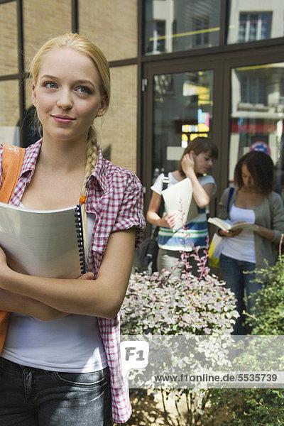 Studentinnen im Freien