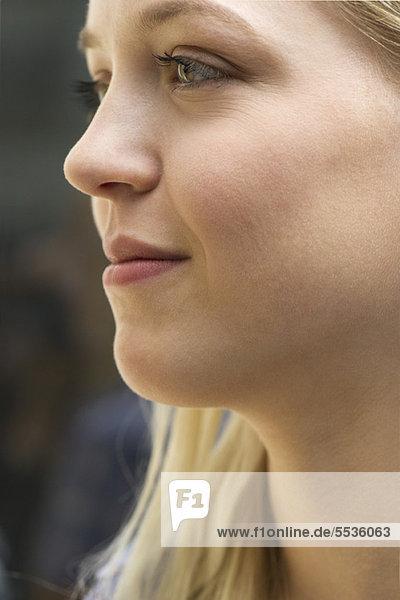 Junge Frau im Profil  Portrait