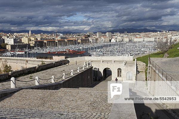 Vieux Port  Alter Hafen von Marseille  vom Fort Saint-Nicolas  Bouches-du-Rhone  Provence  Frankreich  Europa