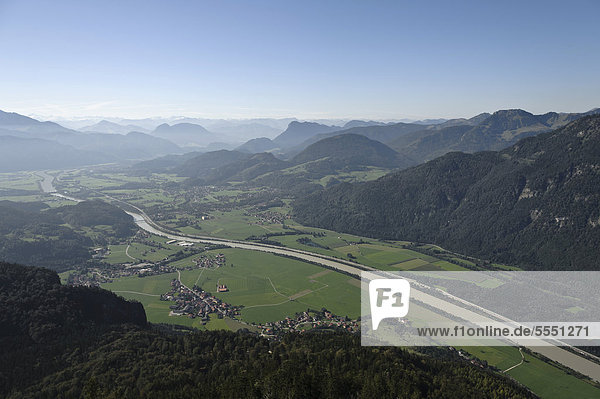 Blick vom Kranzhorn auf das Inntal  Chiemgauer Alpen  Oberbayern  Bayern  Deutschland  Europa