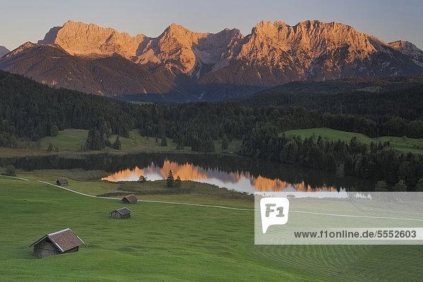 Geroldsee im Abendrot  Mittenwald  Karwendel  Alpen  Bayern  Deutschland  Europa