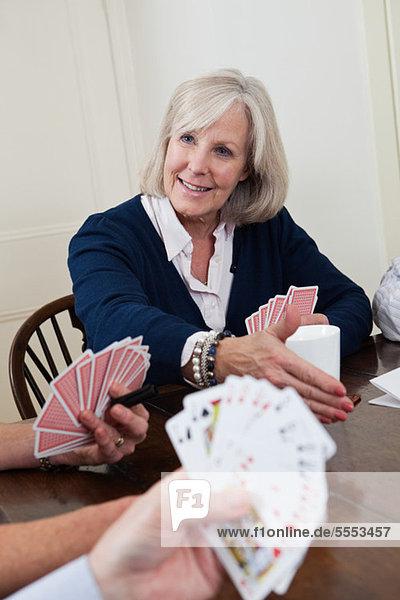 Reife Frau Spielkarten