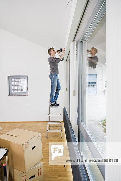 Männermalerei im neuen Haus