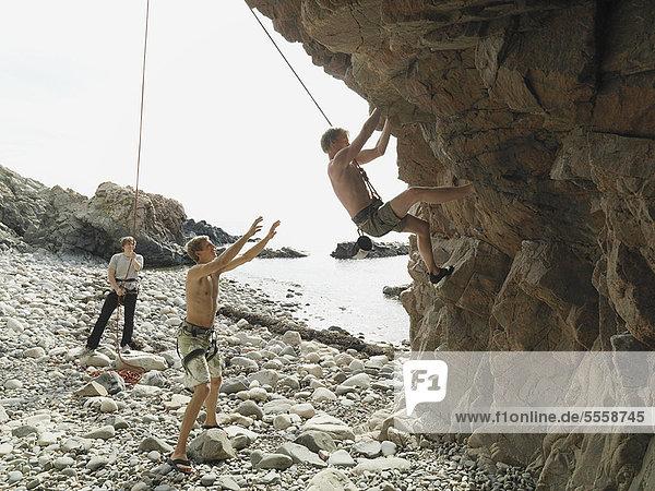 Bergsteiger  Felsbrocken  abseilen