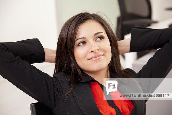 Geschäftsfrau  Schreibtisch  Entspannung