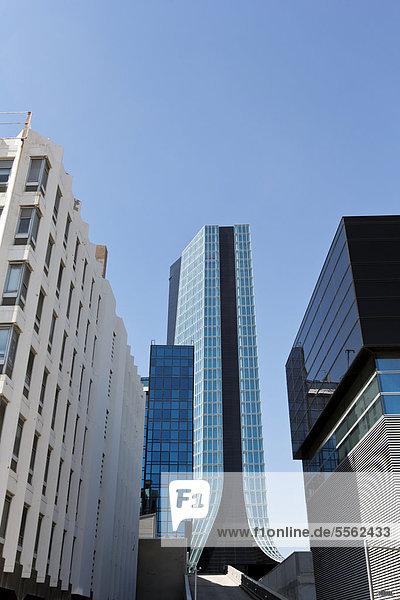 Der CMA CGM Tower  ein 147 m hoher Wolkenkratzer  entworfen von Zaha Hadid im Jahr 2004  in EuromÈditerranÈe  dem zentralen Geschäftsviertel von Marseille  Frankreich  Europa