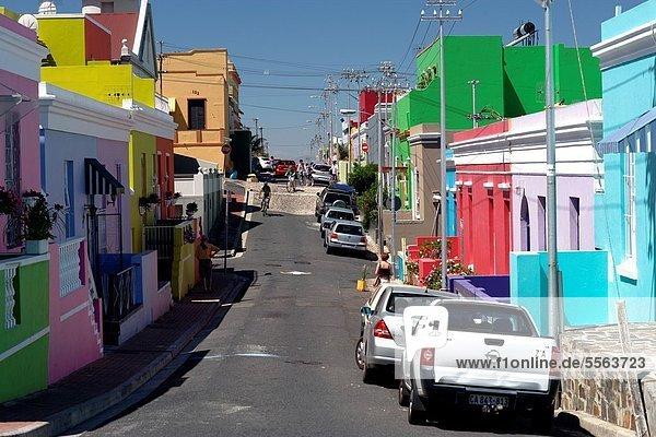 Südliches Afrika Südafrika Farbaufnahme Farbe Auto Gebäude Straße nebeneinander neben Seite an Seite Kapstadt