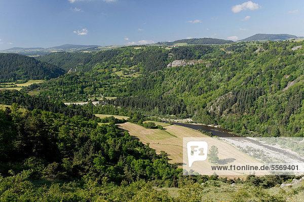 Die Schluchten der Loire in der Nähe von Goudet  Haute Loire  Auvergne  Frankreich  Europa