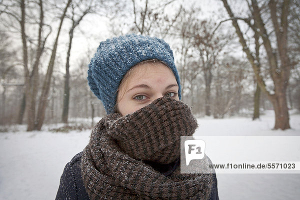 Woman on a cold day in the snow  Clara-Zetkin-Park  Leipzig  Saxony  Germany  Europe