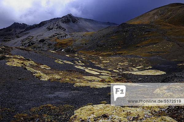 Vulkanlandschaft vor Vulkanbergen  Tuni  La Paz  Bolivien  Südamerika
