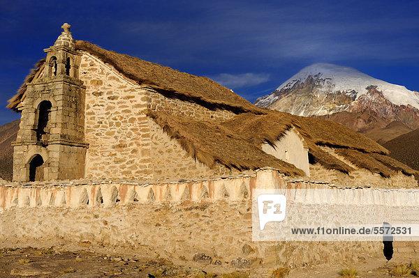 Alte Kapelle vor Sajama  Sajama Nationalpark  La Paz  Bolivien  Südamerika
