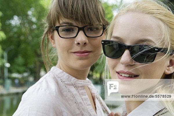Junge Frauen im Freien  Portrait