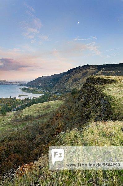 Landschaftlich schön  landschaftlich reizvoll  Sonnenuntergang  Fluss  Zimmer  Kopfbedeckung  Schlucht  Oregon