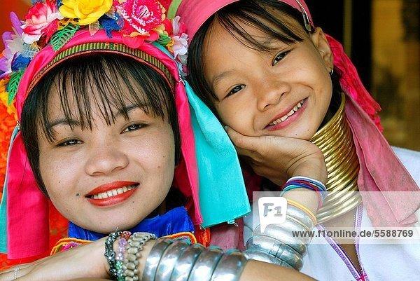 Longneck sisters  Huai Suea Thao refugee village  near Mae Hong Son  north Thailand