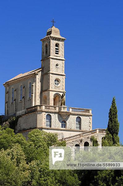 Kirche in Pierrelongue  Vaucluse  Provence-Alpes-Cote d'Azur  Südfrankreich  Frankreich  Europa  ÖffentlicherGrund