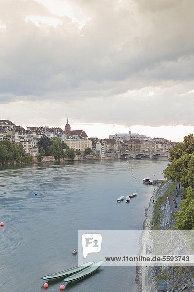 Schweiz  Basel  Blick auf Basel Münster und Altstadt bei Sonnenuntergang Schweiz, Basel, Blick auf Basel Münster und Altstadt bei Sonnenuntergang