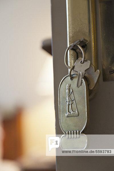 Ägypten  Luxor  Schlüssel in der Hoteltür  Nahaufnahme