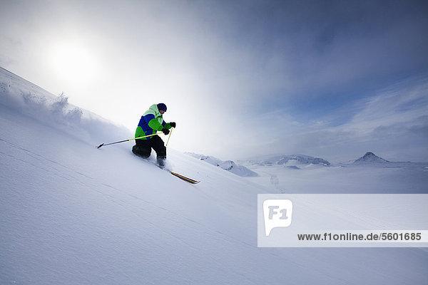 Mann  Hügel  Schnee  Skisport