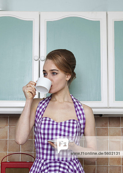 Frau  Tasse  Küche  Kaffee