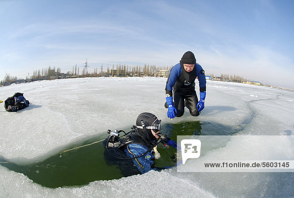 Preparations for subglacial diving  ice diving in the frozen Black Sea  a rare phenomenon which last occured in 1977  Odessa  Ukraine  Eastern Europe