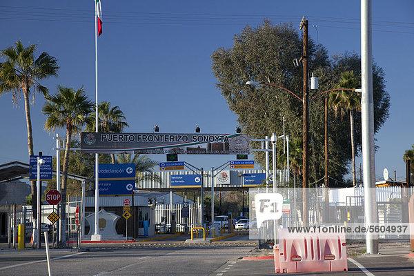 Der internationale Grenzübergang nach Sonoyta  Sonora  Mexiko  in Lukeville  Arizona  USA
